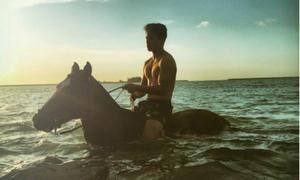 Hoàng tử Brunei điển trai, giỏi thể thao khiến phái nữ rung rinh