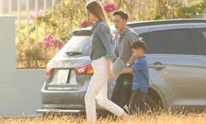 Hồ Ngọc Hà cùng Cường Đô La dẫn Subeo đi xem nhạc kịch