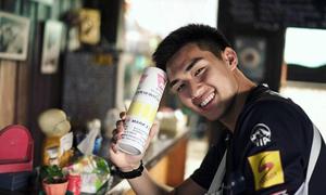 Chàng thủ môn Thái Lan đẹp trai, hút fan không kém sao