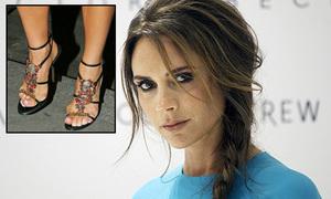 Victoria Beckham bị viêm ngón chân vì đi giày cao gót