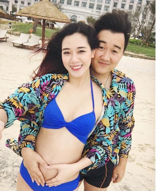 Hà Min hạnh phúc bên chồng khi đi du lịch ở Nha Trang.