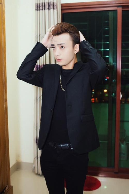 """Soobin Hoàng Sơn làm """"soái ca"""" với tóc tai vuốt vuốt."""