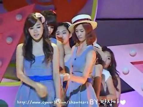 3-my-nhan-kpop-so-san-khau-run-ry-khi-thay-camera-5