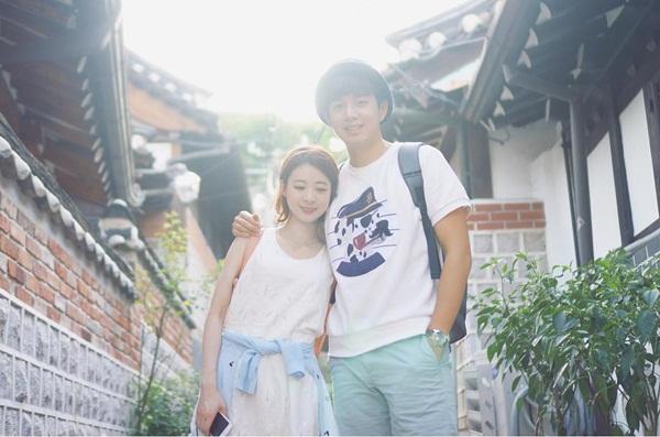 Ảnh đôi do Lee So Young chia sẻ trên trang cá nhân dễ khiến các fan nhầm lẫn là   hình chụp cho tạp chí. Trên thực tế, độ nổi tiếng trên mạng xã hội cũng giúp cặp   đôi lọt vào mắt xanh không ít thương hiệu.