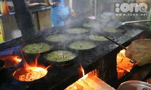 Khu ẩm thực bạt ngàn đồ ăn vặt tại chợ đêm sinh viên Thủ Đức