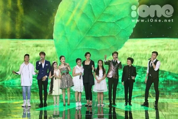 liveshow 8 The Remix, các ca sĩ sẽ kết hợp với các giọng ca của chương trình Giọng hát Việt nhí, điển hình là 3 Quán quân từ mùa 1 đến mùa 3 và hai bé hoàng tử tóc xoăn  Hoàng Anh và bé lủng Nhã Thy.