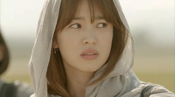 fan-lung-mua-vay-400k-giong-song-hye-kyo-trong-hau-due-mat-troi-4