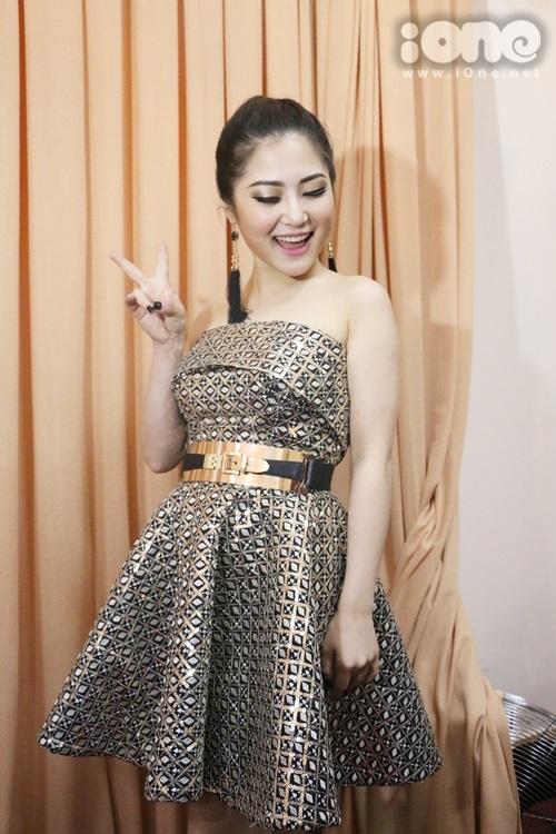 thai-ha-maya-nhang-nhit-selfie-huong-tram-het-suc-banh-beo-5