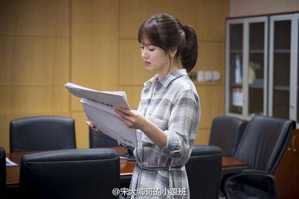fan-lung-mua-vay-400k-giong-song-hye-kyo-trong-hau-due-mat-troi-8