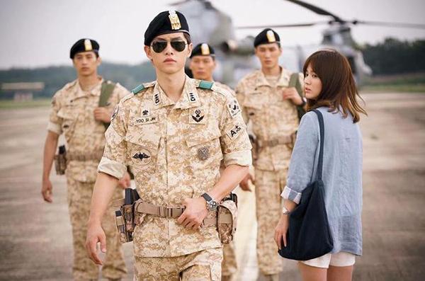 fan-lung-mua-vay-400k-giong-song-hye-kyo-trong-hau-due-mat-troi-3