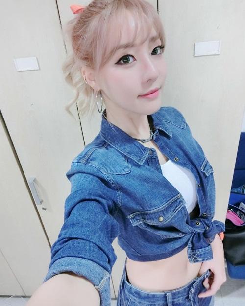 sao-han-7-3-hyo-min-than-mat-ben-trai-dep-sulli-khoe-da-min-mang-3
