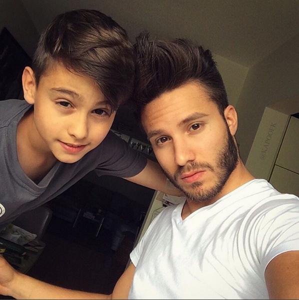 Ahmet và em trai tỏ ra rất giống nhau
