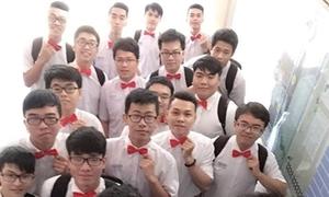 Nam sinh Trần Phú đeo nơ nhảy cực kute tặng bạn gái ngày 8/3