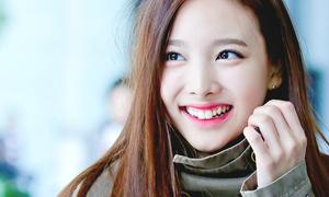 Idol Hàn khoe nụ cười răng thỏ 'kute chết người'