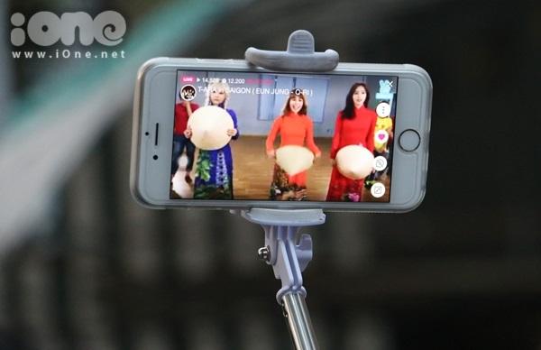 fan-bam-duoi-suot-3-tieng-ho-het-khong-ngung-khi-gap-t-ara-7