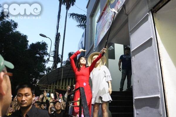fan-bam-duoi-suot-3-tieng-ho-het-khong-ngung-khi-gap-t-ara-9