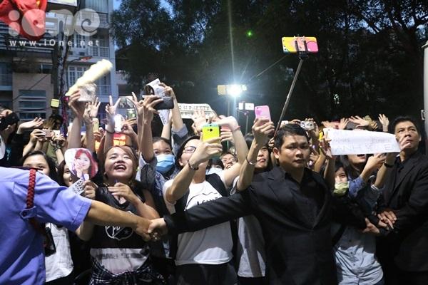 Đến tận thời điểm này fan vẫn chưa hay biết về địa điểm tổ chức fan meeting vào ngày mai vì BTC giữ bí mật