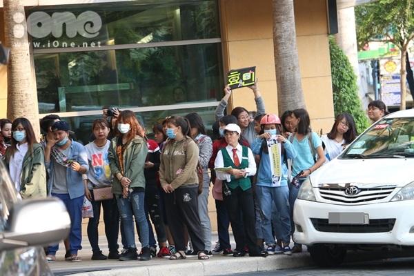 Chiều ngày 14/3, nhóm nhạc nữ đình đám Hàn Quốc có một hoạt động tại một khách sạn trên đường Hai Bà Trưng TP HCM/