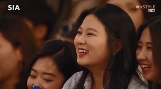 fan-hu-het-ngo-ngn-khi-thay-song-joong-ki-tren-san-khau-10
