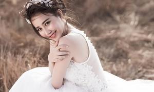 'Cô dâu' Lona Huỳnh đẹp rạng ngời dù lẻ bóng
