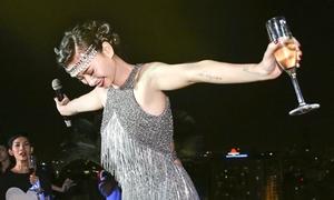 Ngô Thanh Vân diện váy nặng 5kg đón sinh nhật