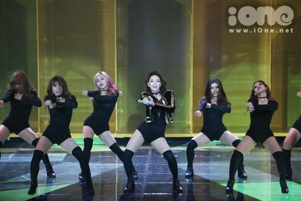 minh-hang-cung-dan-vu-cong-sexy-dot-nong-the-remix-1