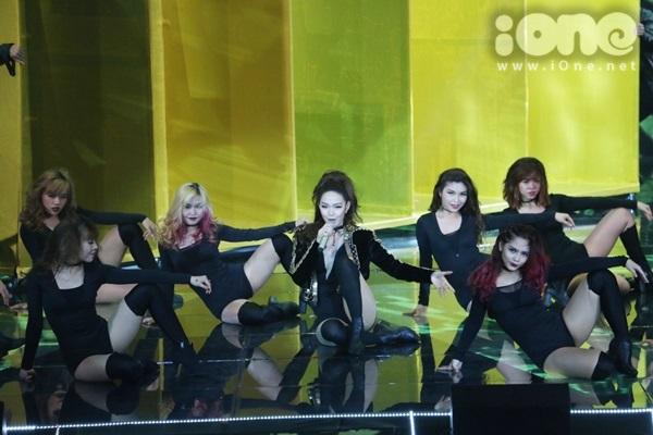 minh-hang-cung-dan-vu-cong-sexy-dot-nong-the-remix-3