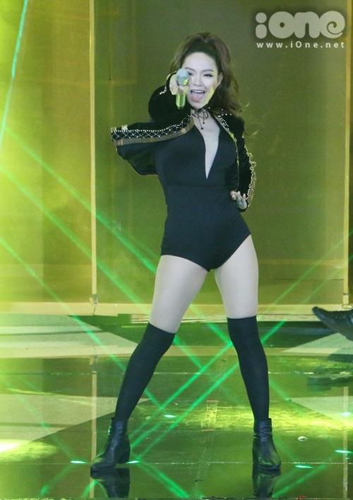 minh-hang-cung-dan-vu-cong-sexy-dot-nong-the-remix-5