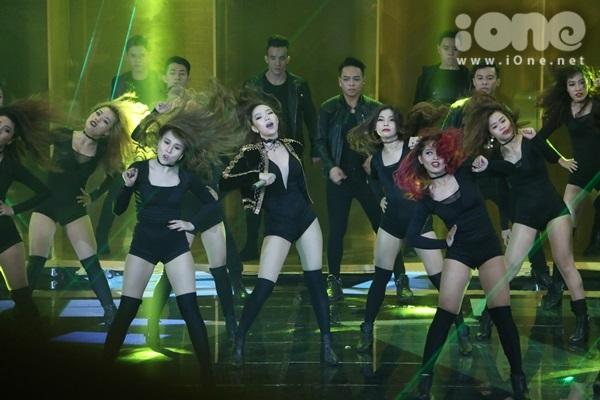 minh-hang-cung-dan-vu-cong-sexy-dot-nong-the-remix-6