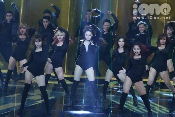 minh-hang-cung-dan-vu-cong-sexy-dot-nong-the-remix-7