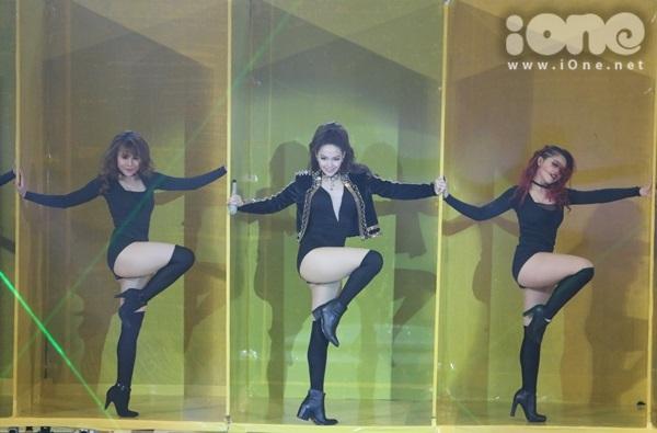 minh-hang-cung-dan-vu-cong-sexy-dot-nong-the-remix-2