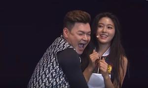 'Bảo vật quốc dân' Hàn bị MC nam quấy rối trên sân khấu