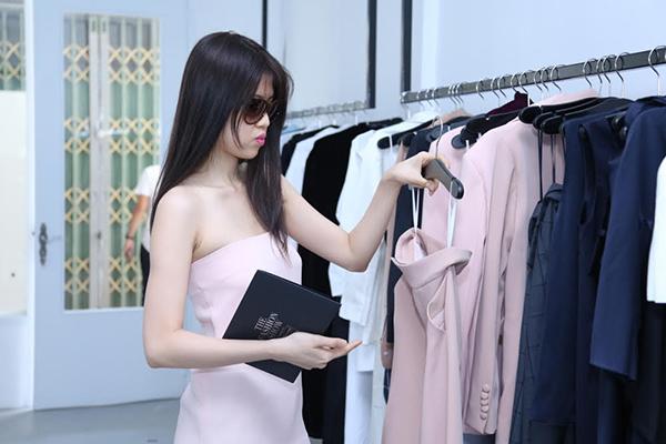 yen-trang-yen-nhi-dien-do-la-di-mua-sam-du-fashion-show-8