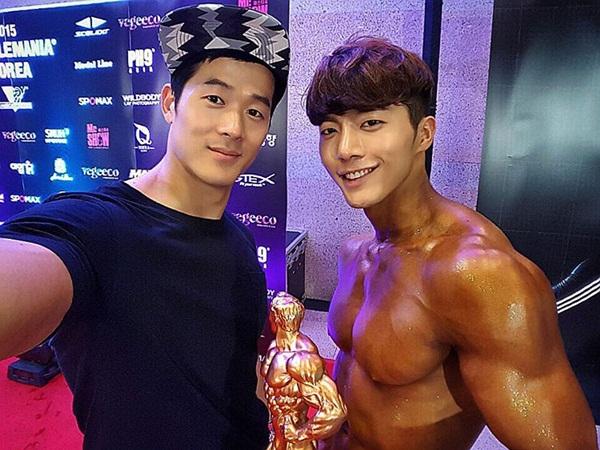 Anh từng giành cúp trong cuộc thi thể hình Musclemania Korea 2015 nổi tiếng xứ   Hàn.