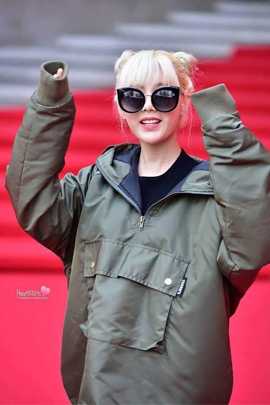seo-hyun-dien-vay-nhau-so-yeon-tu-dim-dang-o-seoul-fashion-week-7
