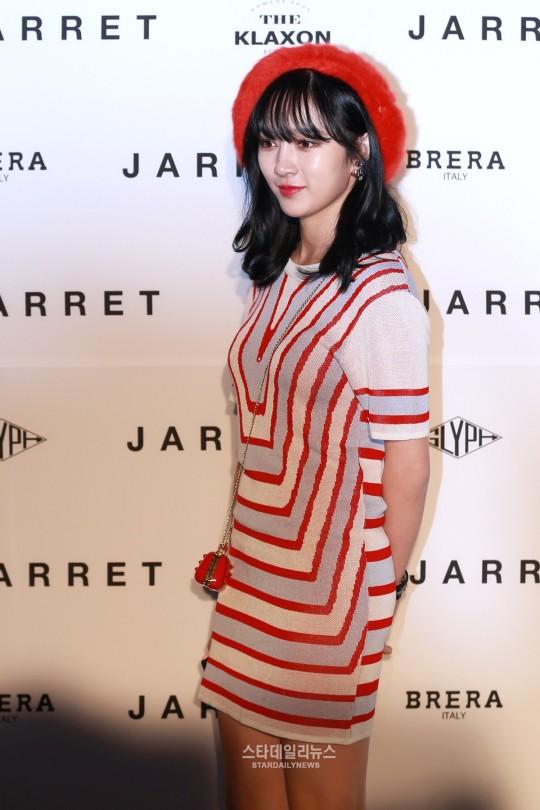 seo-hyun-dien-vay-nhau-so-yeon-tu-dim-dang-o-seoul-fashion-week-10