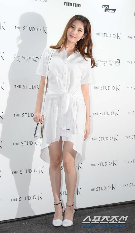 seo-hyun-dien-vay-nhau-so-yeon-tu-dim-dang-o-seoul-fashion-week