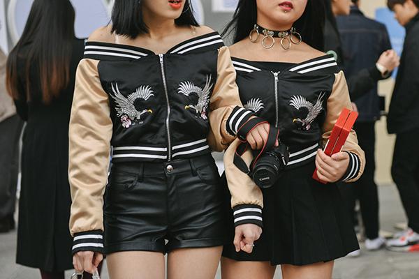 street-style-co-doi-co-cap-hut-mat-o-tuan-thoi-trang-seoul-10