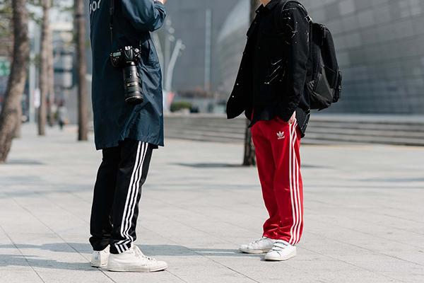 street-style-co-doi-co-cap-hut-mat-o-tuan-thoi-trang-seoul-5