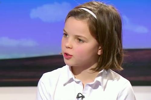Bé gái 10 tuổi Charlotte mạnh dạn đối đáp với nhà báo kỳ cựu - Ảnh: BBC