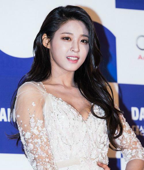 bao-vat-quoc-dan-seol-hyun-nhieu-lan-lo-ty-khi-co-giau-lan-da-ngam