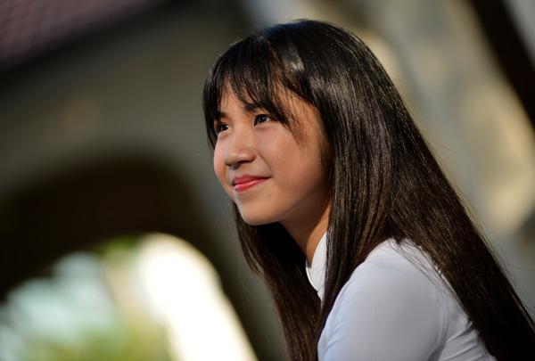 hot-girl-ong-nghiem-duoc-moi-giao-luu-tai-hoi-sach-tp-hcm