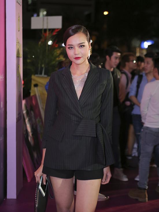Hoa hậu Kiều Ngân tham gia một vai trong bộ phim quy tụ nhiều người đẹp.