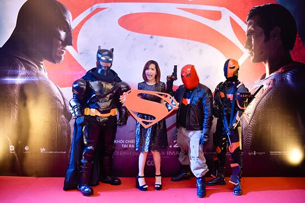 dan-sao-hot-teen-di-xem-batman-dai-chien-superman-2