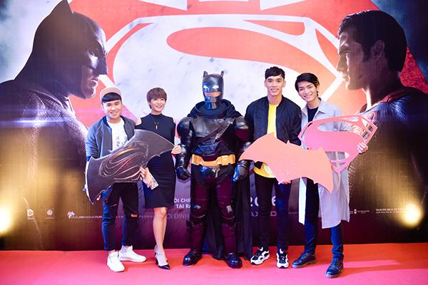 dan-sao-hot-teen-di-xem-batman-dai-chien-superman-1