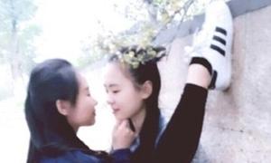 Trào lưu 'xoạc chân tỏ tình' của nữ sinh Trung Quốc