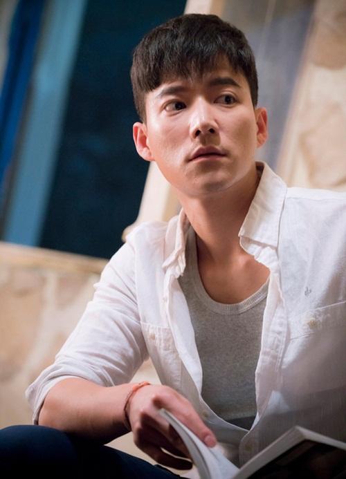 Hậu duệ mặt trời là tác phẩm truyền hình đầu tiên Cho Tae Kwa tham gia. Trước đó,   anh chủ yếu làm người mẫu ảnh nhờ ngoại hình 1m81. Cho Tae Kwan từng thể hiện   khả năng ca hát trong chương trình Super Star K6, biết chơi bass, guitar, piano và   có khả năng nói lưu loát tiếng Hàn, tiếng Anh.
