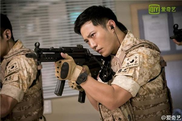Jin Goo, sinh năm 1980, nổi lên như diều gặp gió sau vai đội phó Seo Dae Young có   ngoại hình lạnh lùng, gai góc. Mối tình trắc trở của anh với sĩ quan Yoon Myung   Joo (Kim Ji Won) cũng được chú ý không kém cặp chính.
