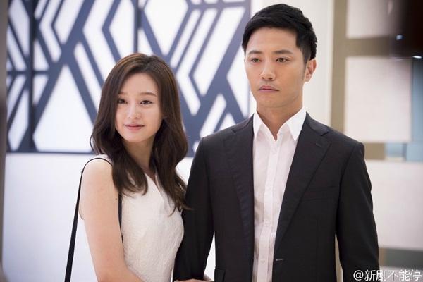 Jin Goo đã kết hôn năm 2014 với người vợ không ở trong làng giải trí và đã lên   chức bố. Anh được bạn diễn Kim Ji Won khen ngợi là người đàn ông mẫu mực,   thường khoe vợ trên phim trường.