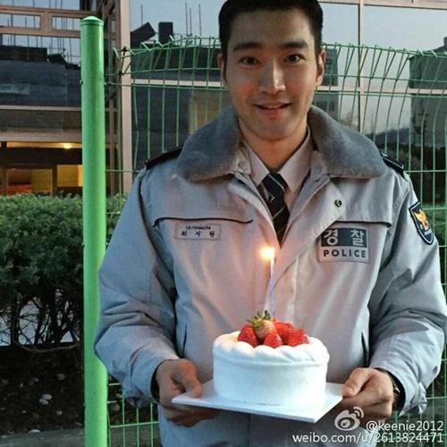 sao-han-29-3-hyun-ah-hyo-min-do-ve-sexy-aoa-ngu-guc-tren-may-bay-6